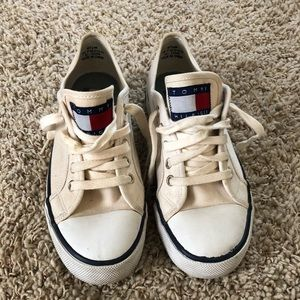 e002ef1d2b1470 Tommy Hilfiger White Fun Shoes Size 8-1 2M Great ...